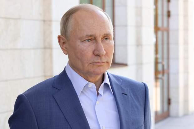 Путин предложил поощрить учителей, защищавших детей от казанского стрелка