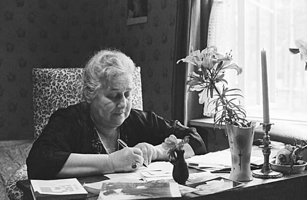 Как Анна Ахматова стала главной женщиной-поэтом