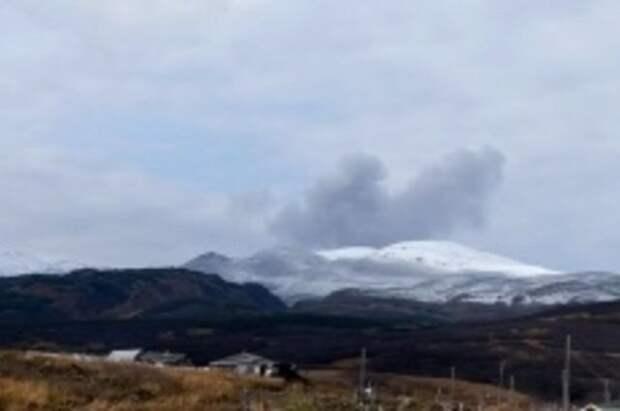На Курилах зарегистрировали пепловый выброс из вулкана Эбеко