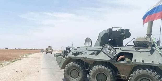 Российские военные блокировали и развернули колонну армии США в Сирии