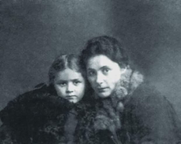 Саломея Андроникова с дочерью Ириной. / Фото: www.livejournal.com