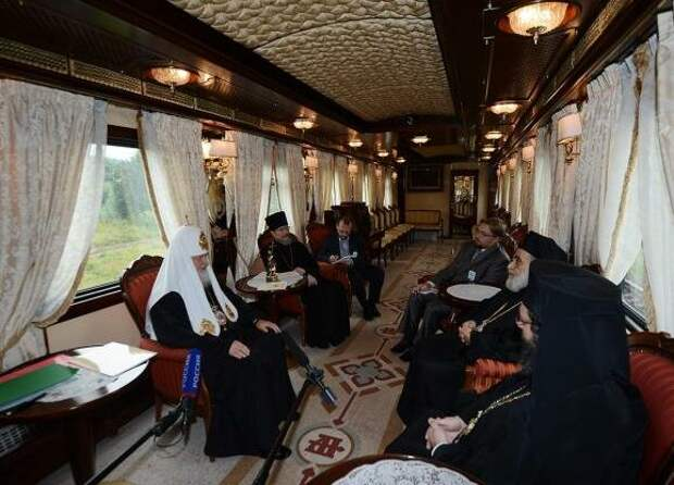 Как живет Патриарх Кирилл: дворец в Геленджике, личный самолет, поезд и яхта