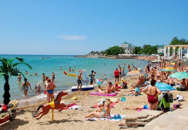 В Крыму пляжи отдали на попечение сознательной молодежи