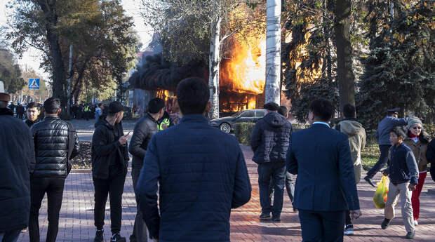 Один человек погиб и 13 пострадали от трех взрывов в кафе в Бишкеке