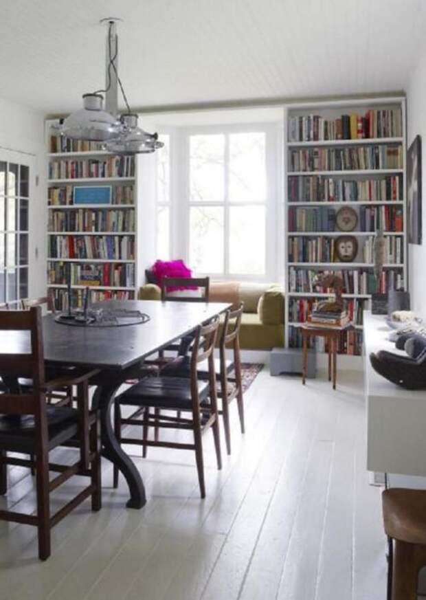 Если у вас много в доме книг, тогда идея с практичным стеллажом для вас.