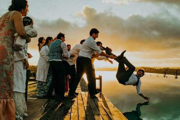 16 гениальных фотографий, на которых в удачный момент остановилось время