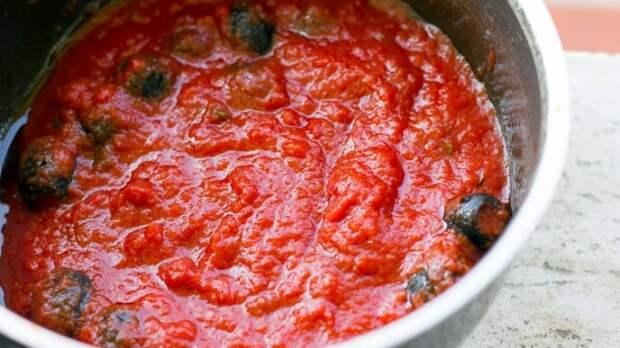 Добавление сахара сделает вкус томатного соуса насыщеннее. /Фото: winedharma.com