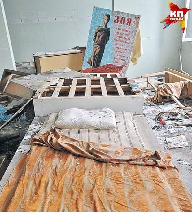 Помещение музея облюбовали бомжи, устроившие тут ночлежку. Фото: Дмитрий СТЕШИН