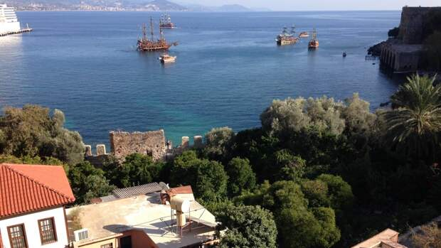 Паромное сообщение между Турцией и Крымом возобновлено спустя два года