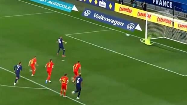 Бензема не забил пенальти в первом матче за сборную Франции с 2015 года. Видео