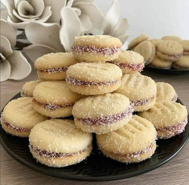Печенье со сгущёнкой. Вкус домашнего лакомства превосходит в разы покупных сладостей 5