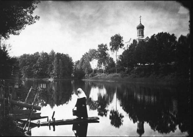 Серафимо-Понетаевский женский монастырь. Вид на монастырский пруд и Больничную церковь. История в фотографиях, россия