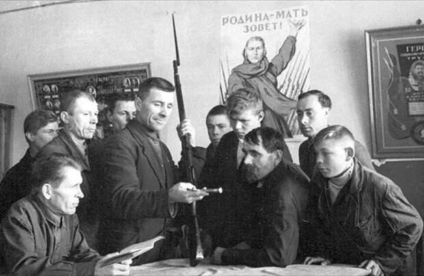 Призывников каких советских народов не брали на фронт