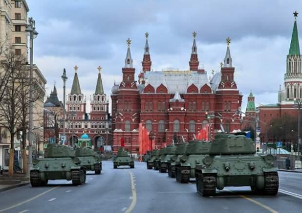 Парад Победы отрепетировали: 12 тысяч военных прошли поКрасной площади
