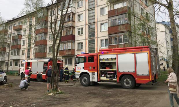 ВАрхангельске из-за возгорания вквартире эвакуировали подъезд пятиэтажного дома