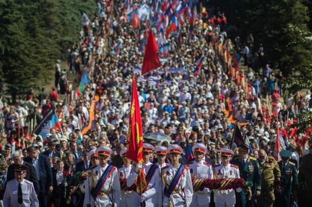 Празднования освобождения Донбасса на Саур-Могиле
