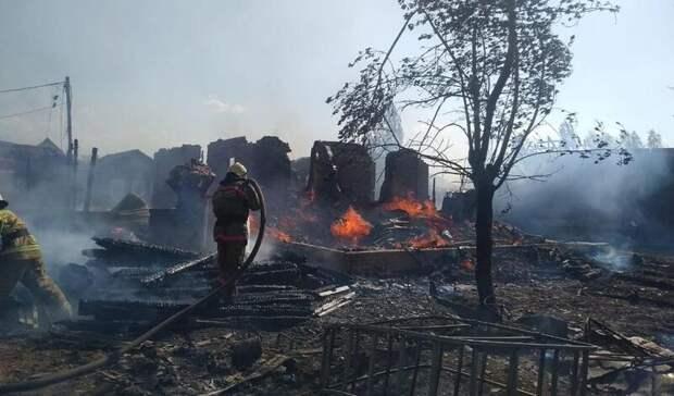 В Омске за час сгорели четыре дома и два гаража