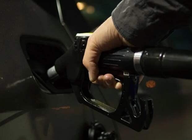 Эксперты прогнозируют резкое подорожание топлива в России, Новак не согласен