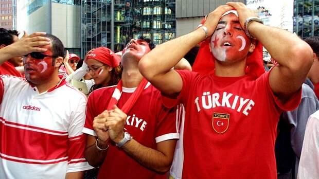 """""""Вы опозорили страну!"""" У Турции опять отобрали финал Лиги чемпионов. Теперь пострадает и Питер?"""