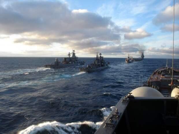 Более 20 кораблей ВМФ РФ в боевом порядке выдвинулись в сторону Украины и Румынии