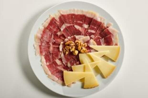 Продукты-обманки. Почему сыр и свинина не избавят от дефицита белка