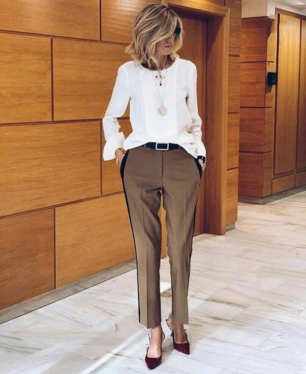 Модные брюки 2021 для женщин за 50: трендовые модели и цвета