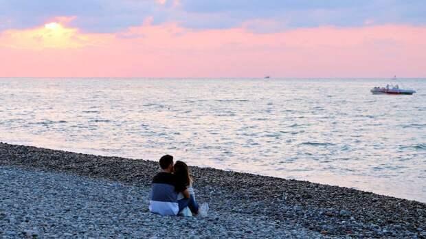 Почти 19% россиян не намерены брать отпуск этим летом