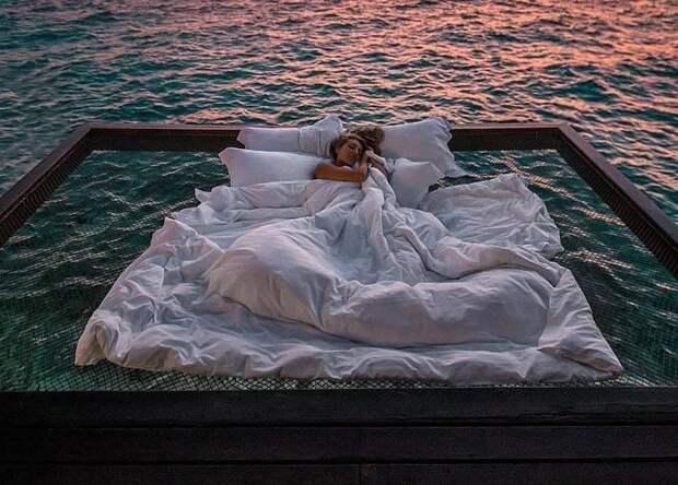 А вы хотели бы поспать над океаном под звездами? Тогда вам на Мальдивы!
