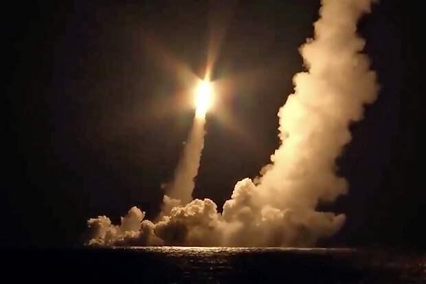 Подлодка «Владимир Мономах» впервые запустила четыре ракеты «Булава» за один залп