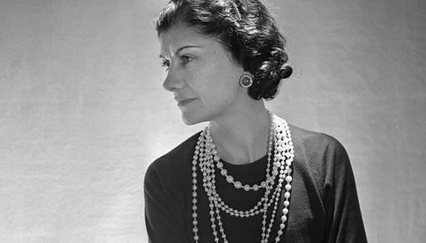 Вечная классика: история маленького черного платья — от Коко Шанель до наших дней
