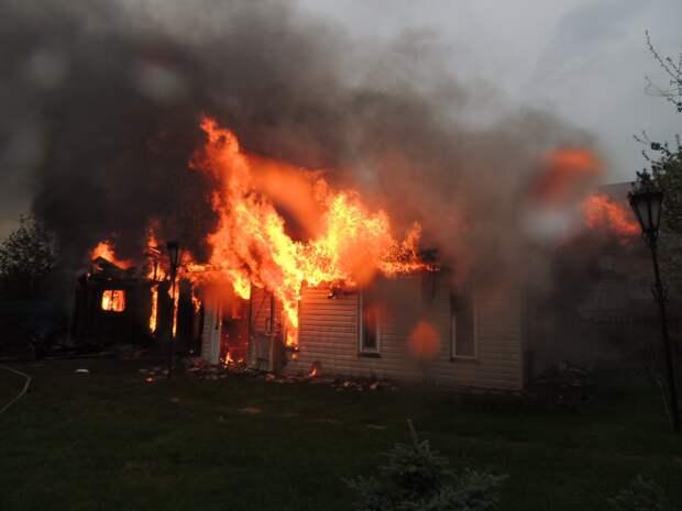 В Удмуртии из-за грозы загорелись два частных дома