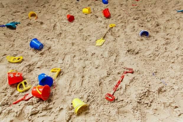 Во дворе на Бескудниковском привели в порядок песочницу