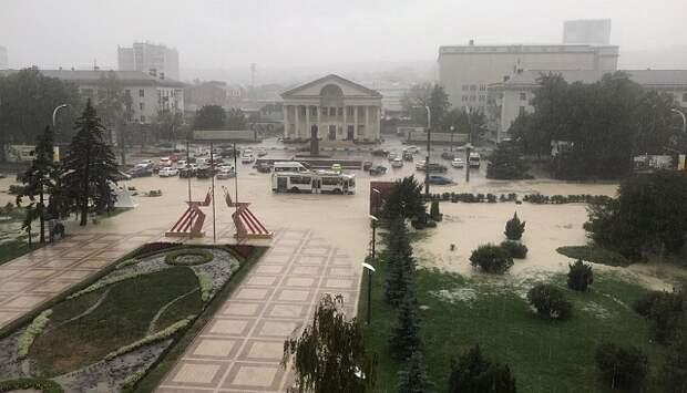 Ливень подтопил улицы в Новороссийске
