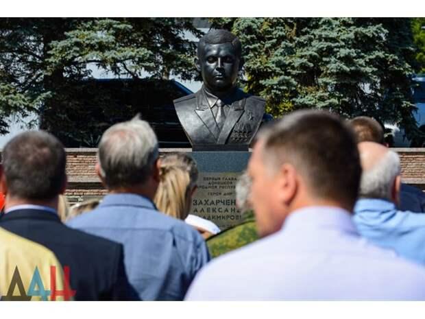 Два года без «Бати»: Донецк чтит память Александра Захарченко