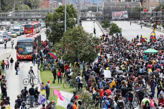 Колумбийцы намерены выйти на общенациональный протест