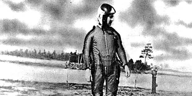Капитан Капустин вкостюме дляполёта встратосфере