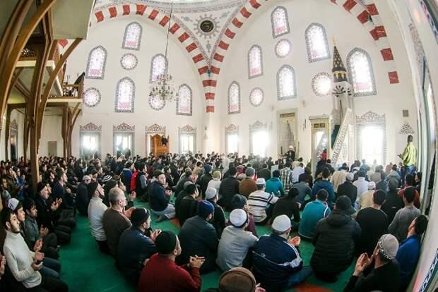 Духовное управление мусульман РФ запретило своим верующим браки с немусульманками