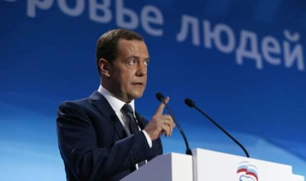 «Единой России» посоветовали брать пример с КПСС