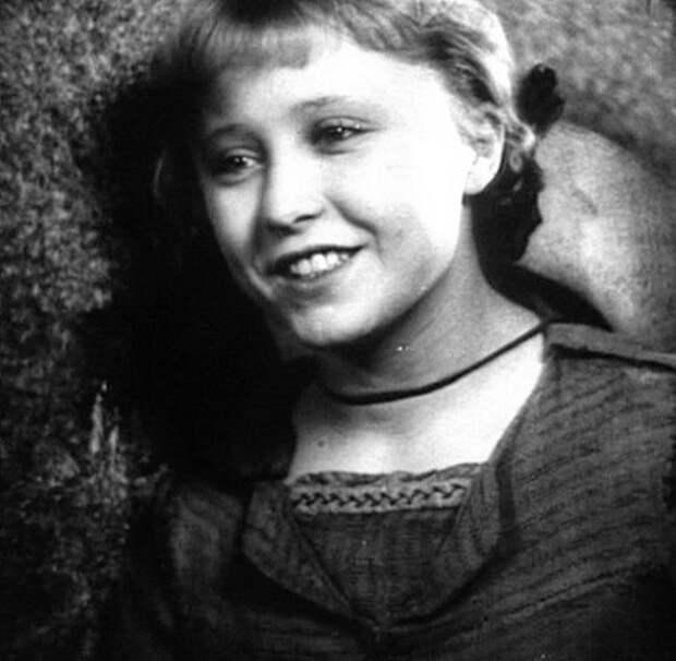 """Янина Жеймо в фильме """"Подруги"""" (1935)"""
