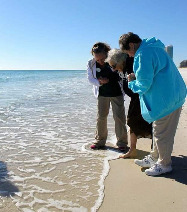 3. Увидеть море впервые возраст, новые свершения, позитив, смех, старость. бабульки, юмор