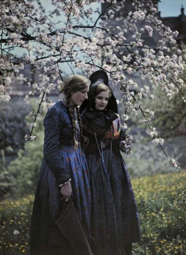 Женская мода: 15 ретро фотографий национальных платьев разных народностей начала ХХ века