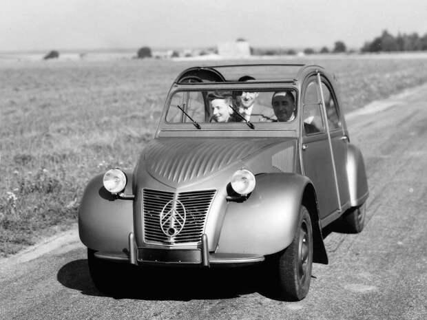 Вот в таком виде серийный 2CV предстал в Париже в 1948-м Citroen 2CV, citroen, авто, автомобили, олдтаймер, ретро авто, францкзкий авто
