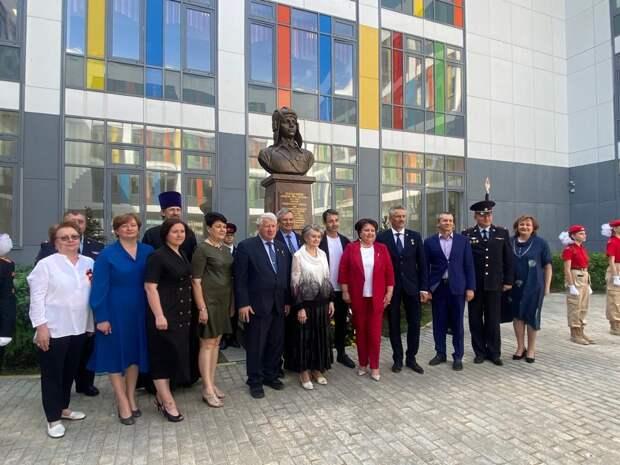 На территории школы в Северном открыли бюст героя-танкиста Андрея Серебрякова