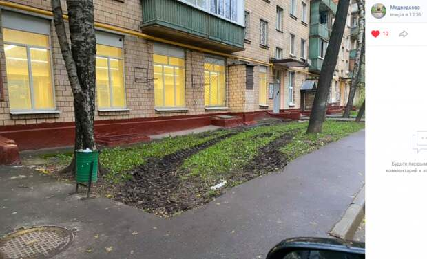 Фото дня: спецтехника прошлась по газону на Полярной