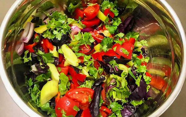 Рецепты Маргариты Симоньян: Кубанский салат с помидорами