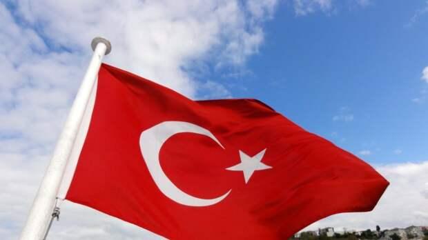 Глава МИД Турции намерен обсудить в Москве возобновление полетов с Россией