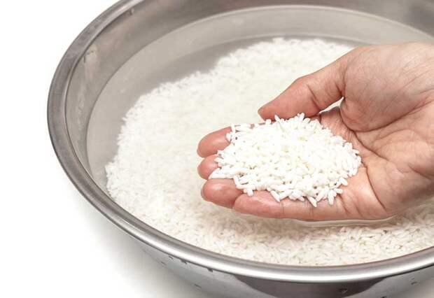 Вот что вы должны всегда делать с рисом, перед тем как его приготовить