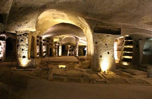 Кто и когда жил в итальянских катакомбах