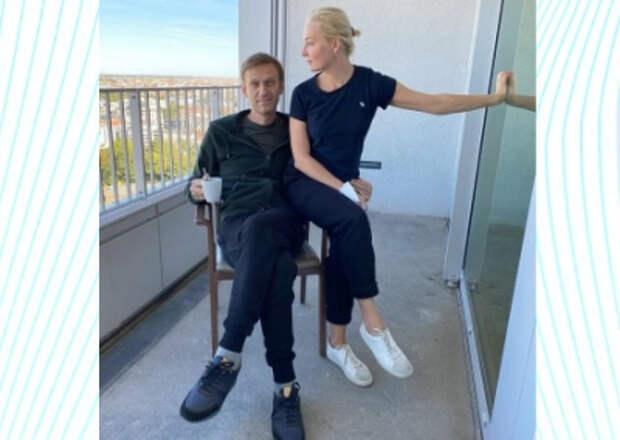 Навальный похвастался фото с женой и своим цветущим видом