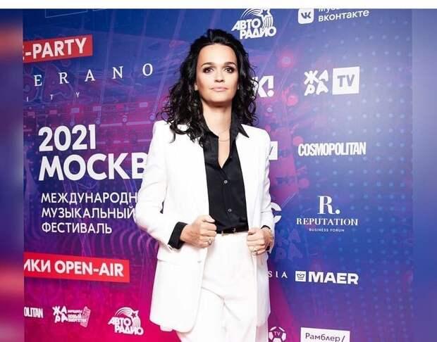 Певица Слава рассказала о пристрастии к алкоголю